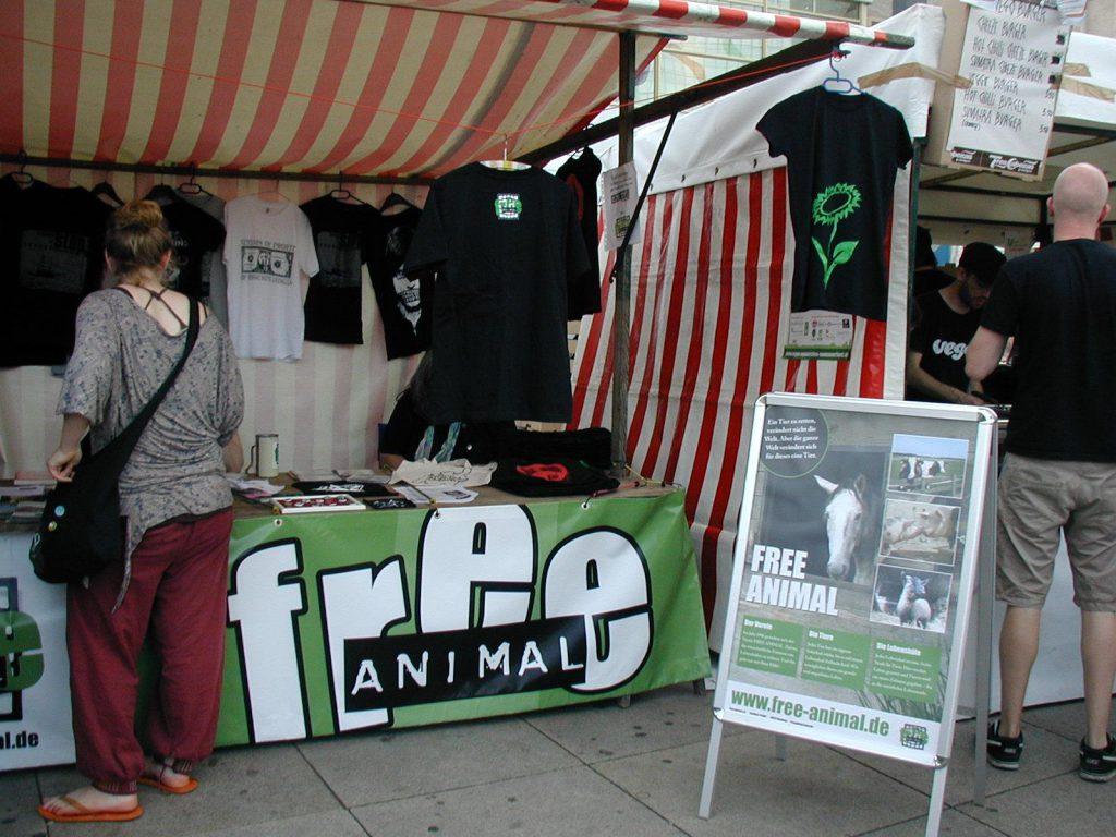Infostand von Free Animal auf einem veganen Straßenfest