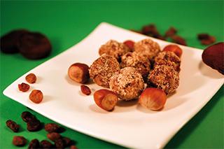 Vegane Trockenfruchtbällchen aus 'Vegane KÜche für Kinder' von Christina Kaldewey