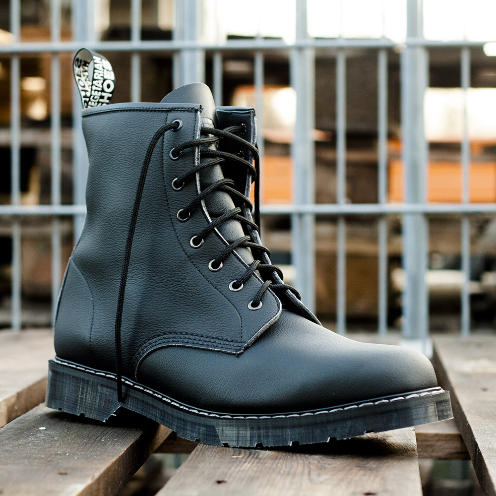 New vegan boot from Vegetarian Shoes: the black Boulder Boot