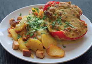 Vegane gefüllte Paprika mit Bratkartoffeln aus 'Vegan kochen mit Ente'