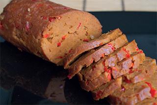 Rezeptfoto von leckerem veganen Paprika-Aufschnitt