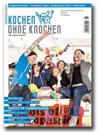 das Titelbild zeigt das Kollektiv in Geburtstagsstimmung mit Torte, Konfetti und Luftschlagen
