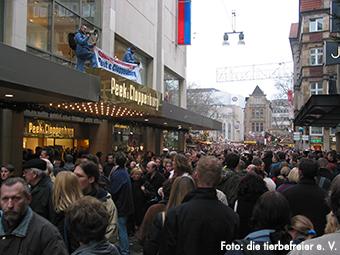 Preotestaktion bei Peek und Cloppenburg gegen Pelzverkauf