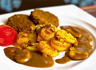 Vegane Buletten mit Bratkartoffeln - Rezeptbild