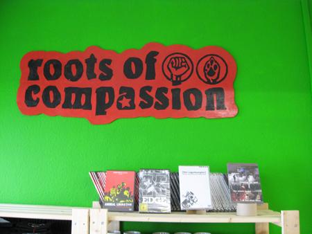 Logo von roots of compassion und unsere DVDs