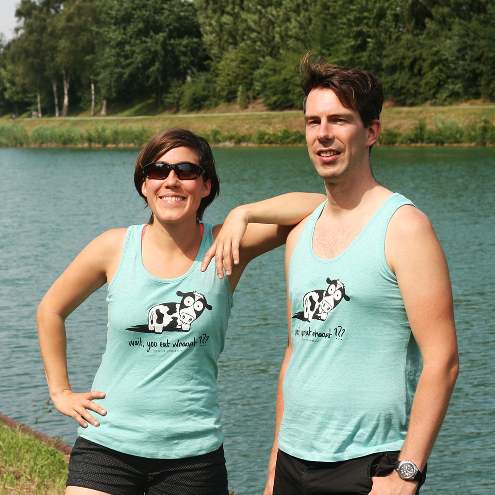 Deni and Daniel wearing the new light green tanktop with the cow asking: 'Wait, you eat whaaat???'