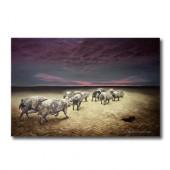 Poster von Hartmut Kiewert: Wir verlassen die Erde. Auf dem Bild ist eine Gruppe Schweine zu sehen, die in einer düsteren Welt über Parkettboden dem Horizont entgegenlaufen.